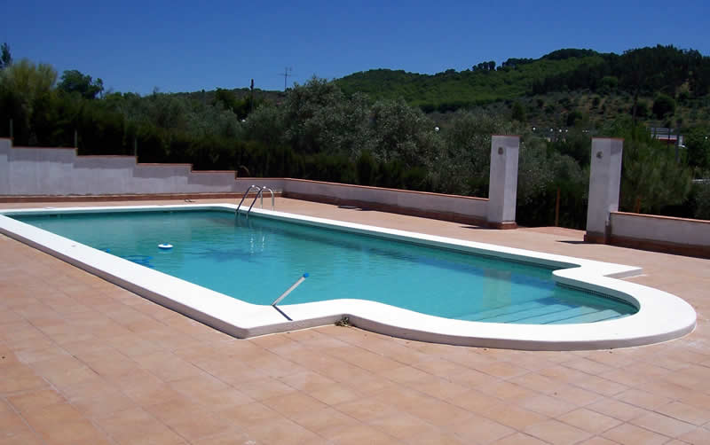 Construccin de piscinas piscinas badajoz piscinas con for Construccion de piscinas en sevilla