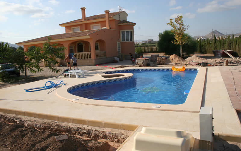 Construccin de piscinas piscinas badajoz piscinas con for Construccion de piscinas en cordoba